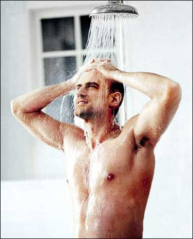 Christopher Meloni in ashower