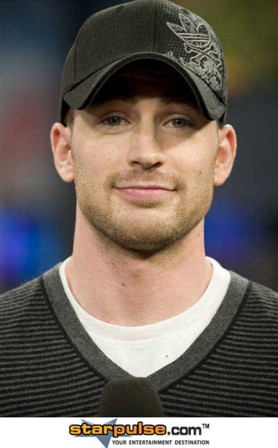 chris-evans-smiles
